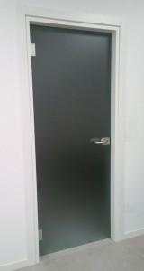 04_porta_battente_cerniere_alluminio_maniglia_con_chiave_serratura_PN