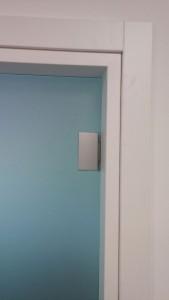 06_porta_battente_cerniere_alluminio_maniglia_con_chiave_serratura_PN