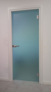 07_porta_battente_cerniere_alluminio_maniglia_con_chiave_serratura_PN