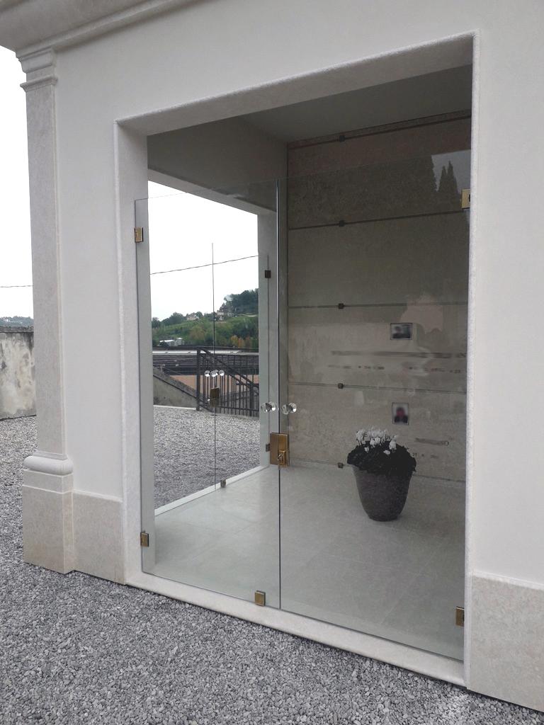 Cappelle funerarie porte di vetro vetrate artistiche - Porte va e vieni per interni ...