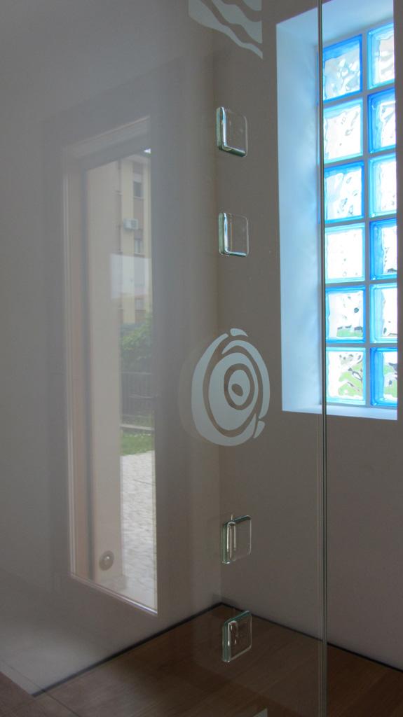 Balaustre porte di vetro vetrate artistiche for Porte in vetro per cappelle cimiteriali